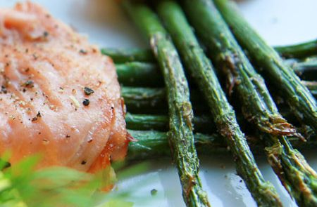 asparagus-wrapped-in-smoked-salmon-bundle-th