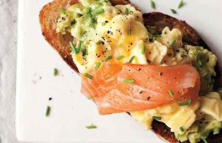 scrambled-eggs-avocado-and-smoked-salmon-on-toast-646